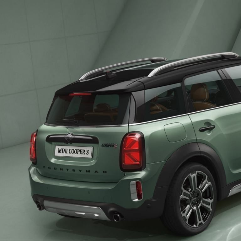 MINI Countryman – vista laterale – verde e nera